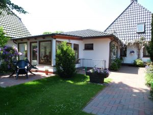 Ferienwohnung in Dangast Wohnung 3 für 2-3 Personen mit Blick in den Garten