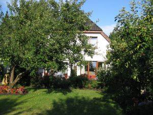 Ferienwohnung in Dangast Wohnung 4 mit Blick in den Garten